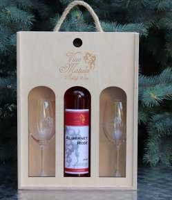darčekové balenie vína, drevená krabička na víno, luxusné balenie vína, víno v dreve, narodeninové balenie vína, krabička na víno, odnoska na víno, drevená odnoska na víno, víno s pohármi, pohár na víno,